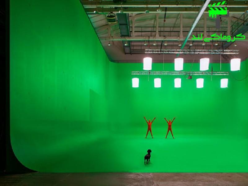 برداشت فیلم در یک استودیوی کروماکی بزرگ